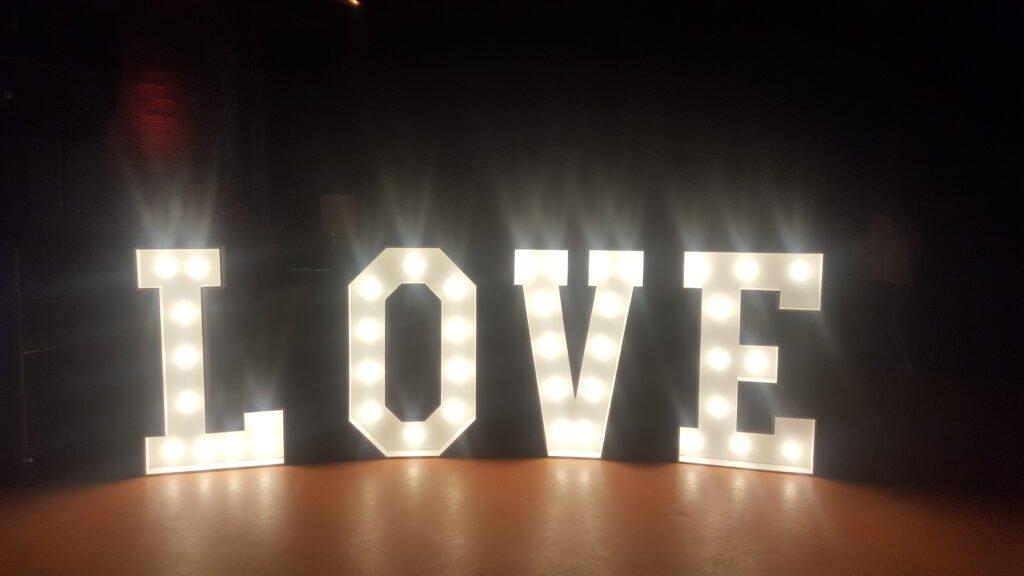 Love - vier Buchstaben, eine gro?e Bedeutung
